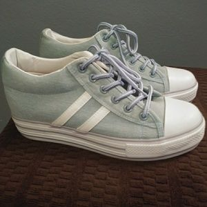 Madden Girl New beautiful blue sneakers